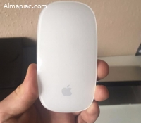 Apple Magic Mouse (2 db úi Duracell elemmel)